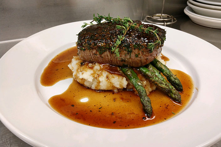 steak-dinner-emerald-isle-nc
